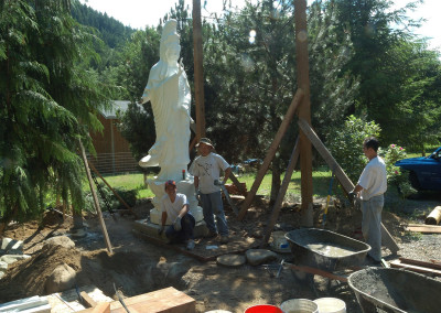 Trung and friends - building Gwan Shr Yin Bodhisattva's plafform and roof in 2012