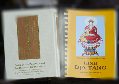 Sutra of the Past Vows of Earth Store Bodhisattva - English with Chinese Pinyin and Vietnamese versions