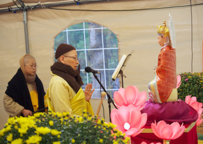 (left to right) Dharma Masters Heng Ran and Jin Ying leading Earth Store Bodhisattva session ceremony